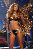th_06970_fashiongallery_VSShow08_Show-097_122_135lo.jpg