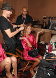 th_96913_fashiongallery_VSShow08_Backstage_AlessandraAmbrosio-53_122_404lo.jpg