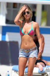 http://img176.imagevenue.com/loc439/th_632997922_LaurenStoner_BikiniBeachMiami_March21_2012_1_122_439lo.jpg