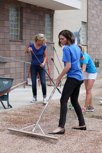 Mandy Moore Purina Cat Chow Building Better Lives Program in Denver 07-11-2014