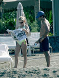 Kelly Ripa Bikini Candids at the Beach Foto 114 (Келли Рипа Bikini Candids на пляже Фото 114)