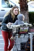 http://img176.imagevenue.com/loc593/th_206695703_Hilary_Duff_Shopping_Ralphs_and_Starbucks10_122_593lo.jpg