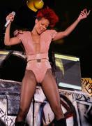 th_54529_RihannaLastGirlOnEarthTourLasVegasUSA17.07.2010_052_122_63lo.jpg